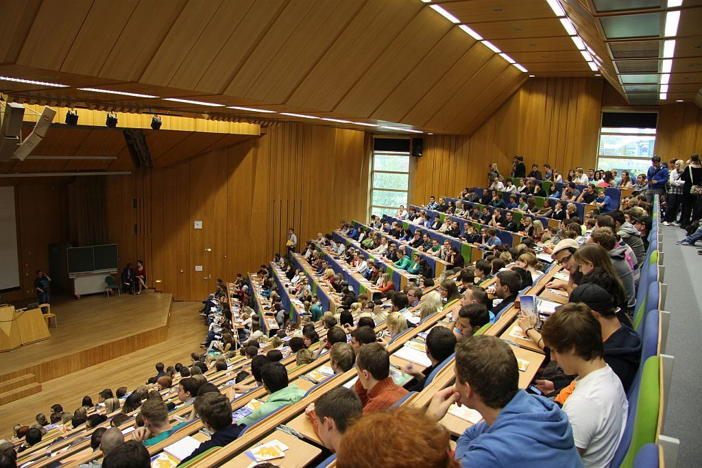 trier_inside_biggest_lecture_hall_small